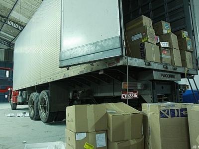 Caminhões que abastecem na Ceasa são alvo de ladrões de carga no Rio