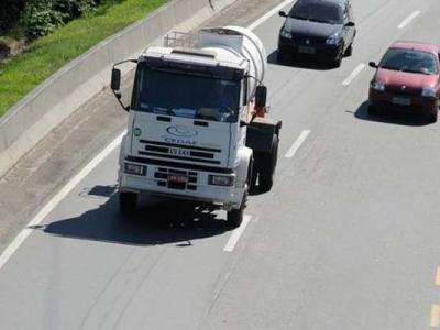 Caminhões proibidos de rodar em rodovias nos feriados de 2016