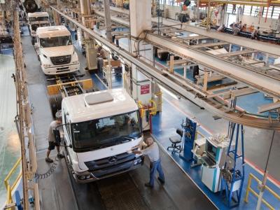 Vendas de caminhões e ônibus novos caem cerca de 17% em outubro