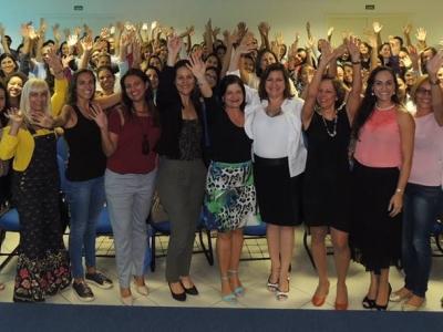 Empoderamento feminino: equipe do Transcares participa de palestra no CRA-ES