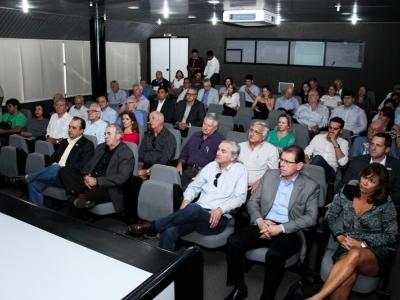 Candidatos ao governo participam de sabatina na Fetransportes
