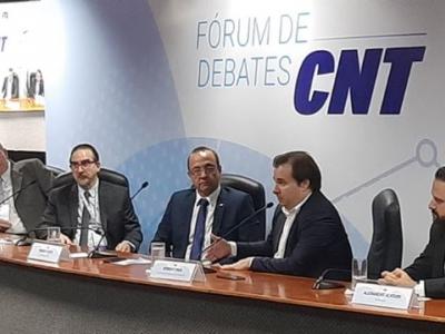 Presidente da Câmara dos Deputados, Rodrigo Maia, participa do Fórum de Debates CNT