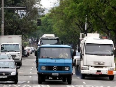 Prefeitura vai manter restrições à circulação de caminhões no Rio