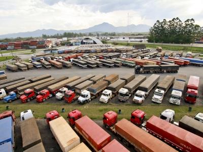 Movimentação de cargas nos portos brasileiros cai em 2016
